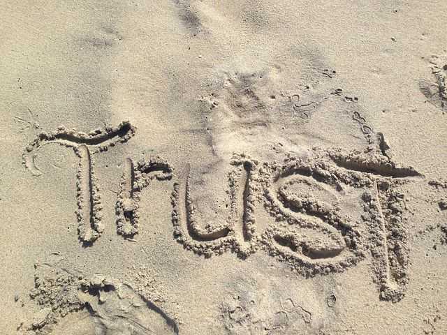 Wie Sie Vertrauen schnell gewinnen – Psychologische Techniken