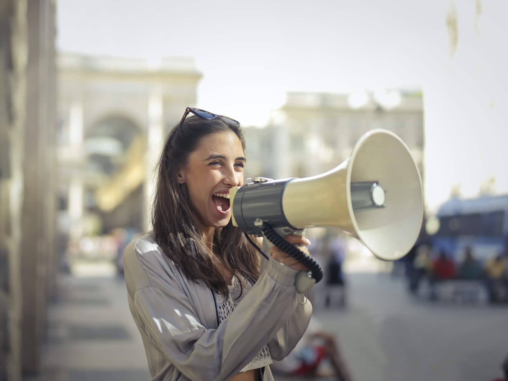 Stimme verbessern 10 Tipps um besser zu klingen und für eine sympathischere und spannendere Stimme   Argumentorik
